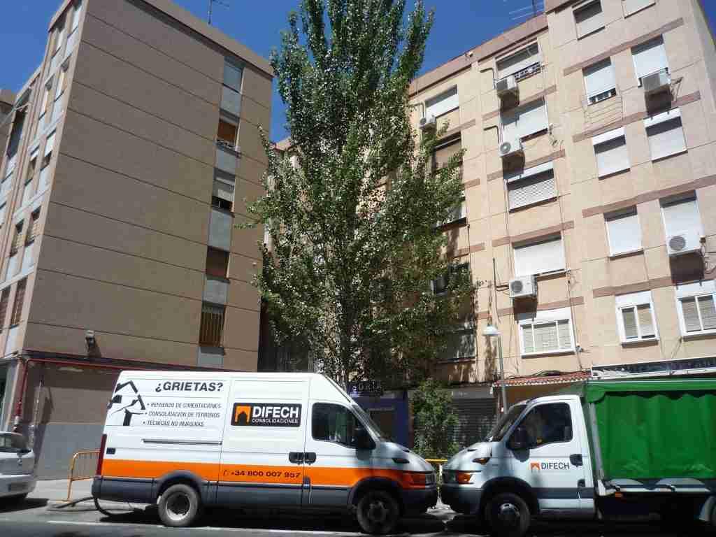 Aplicación de resina expansiva en edificio de viviendas y oficinas. Caso de éxito